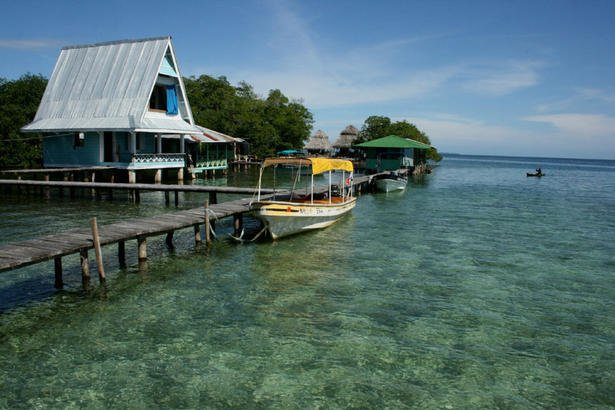 Enjoy the tranquil waters of Bocas Del Toro as a Panama Pensionado!